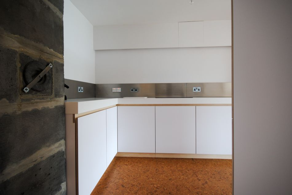L shaped kitchen kitchen cabinets in white laminate with plywood