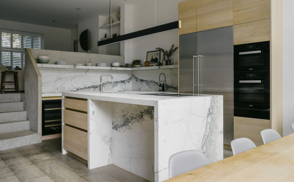 oak kitchen with marble worktop and splashback